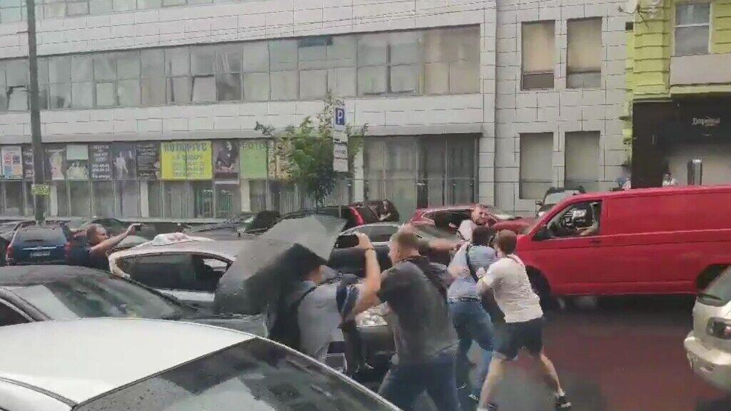 В Киеве напали на авто Порошенко