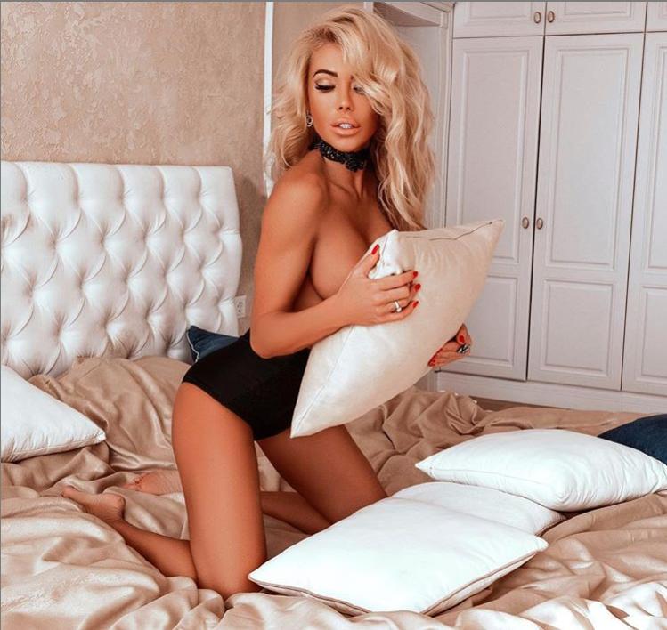 Валерія Крук завела мережу еротичними фото