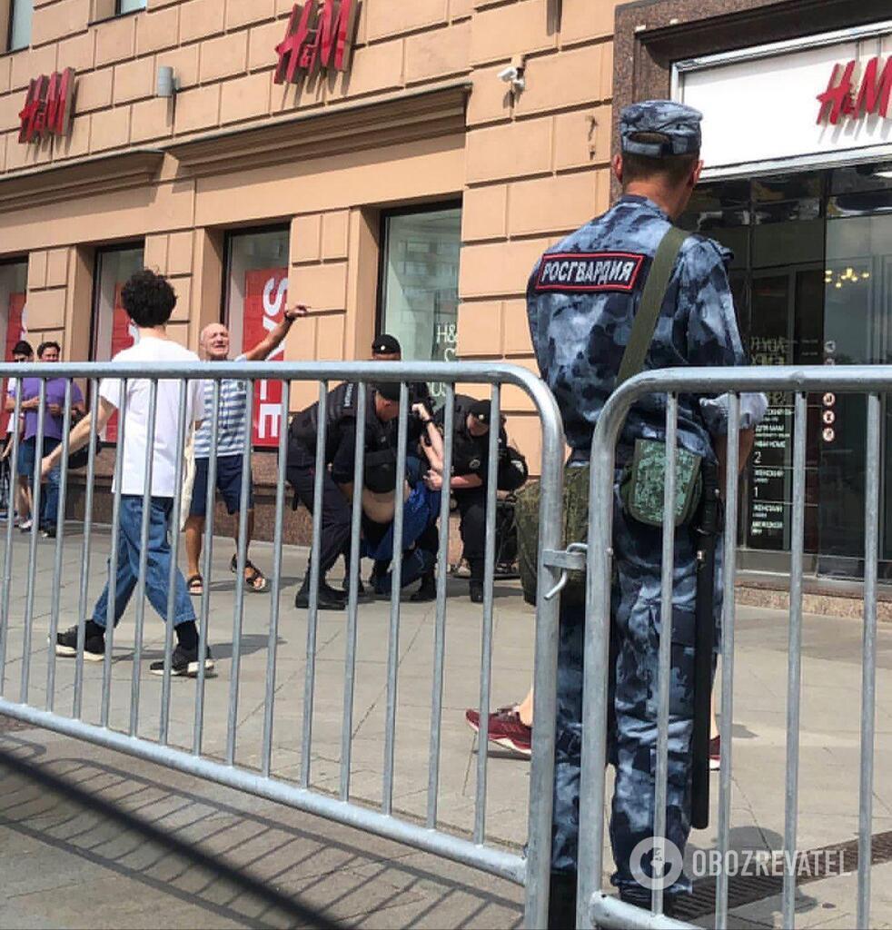 В Москве массово задерживают людей