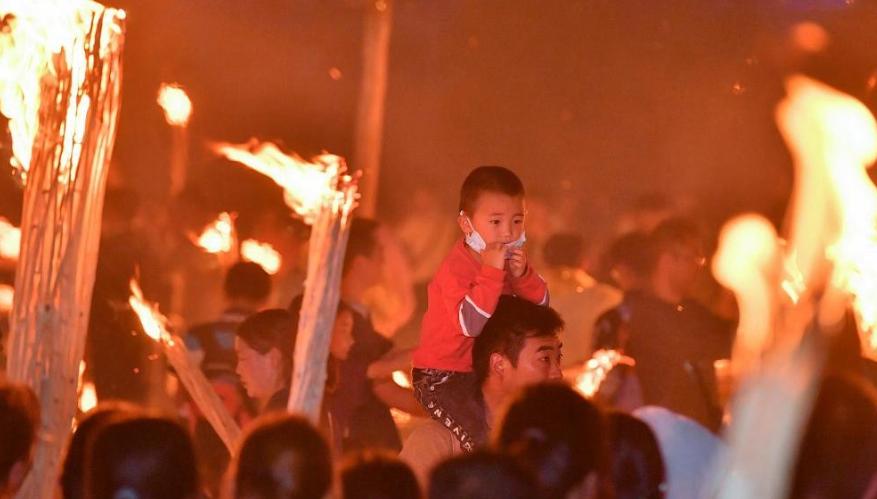 Свято смолоскипів в Китаї