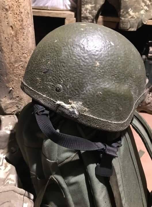 Каска, в которую попала пуля