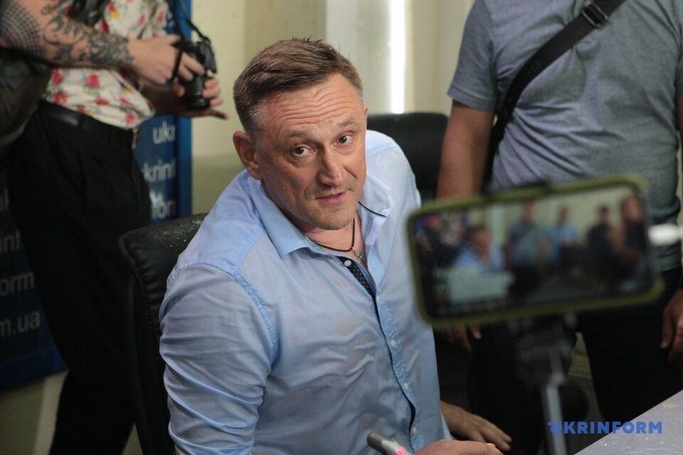 Андрія Аксьонова закидали яйцями на прес-конференції