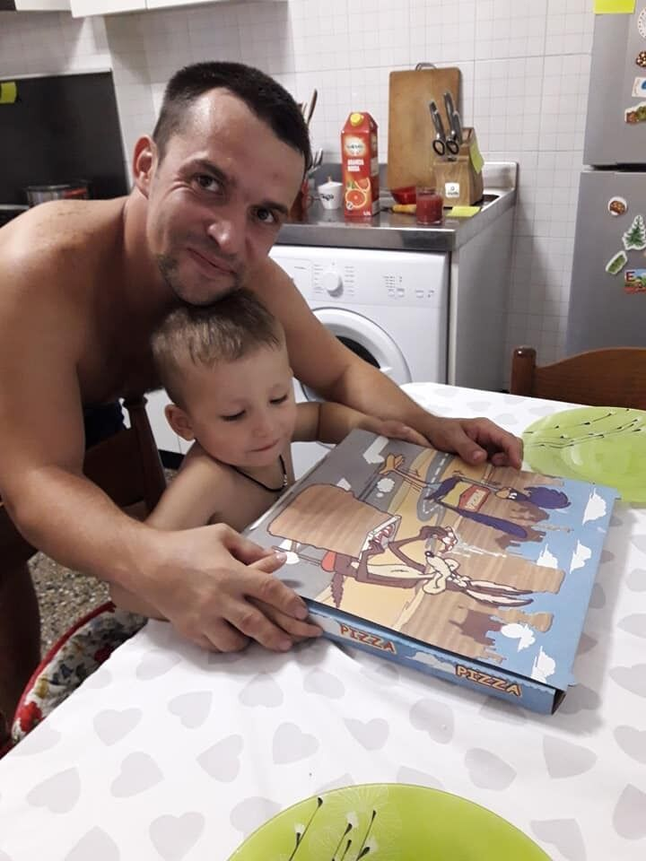 Сергей теперь остался с двумя детьми