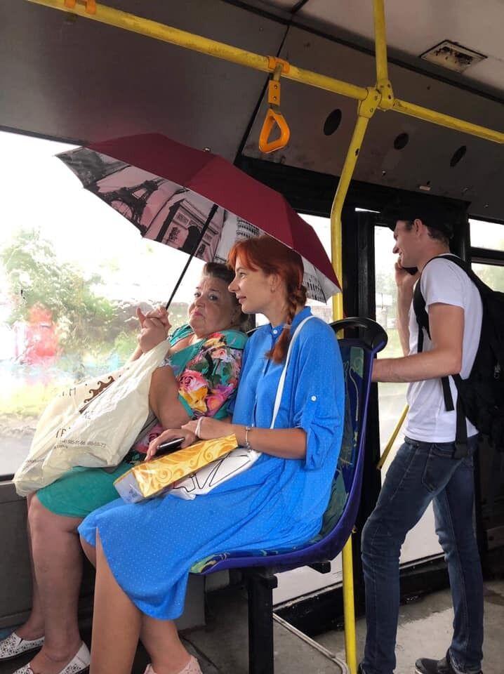 Пасажири з парасолькою
