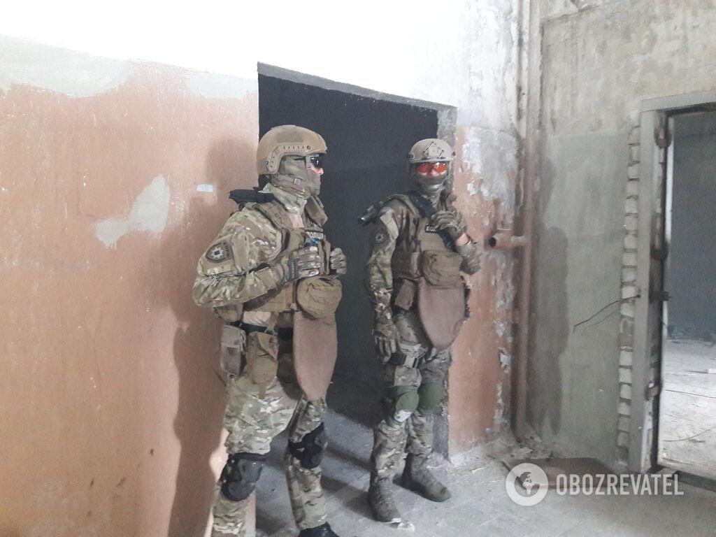 Заручник був звільнений, а 2-й поверх – узятий під контроль