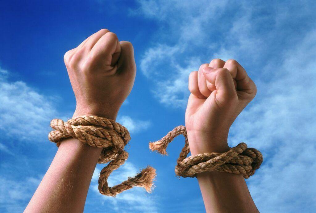 Українцям пояснили, хто ризикує потрапити в рабство