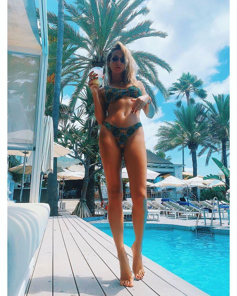 Світлана Лобода у басейну