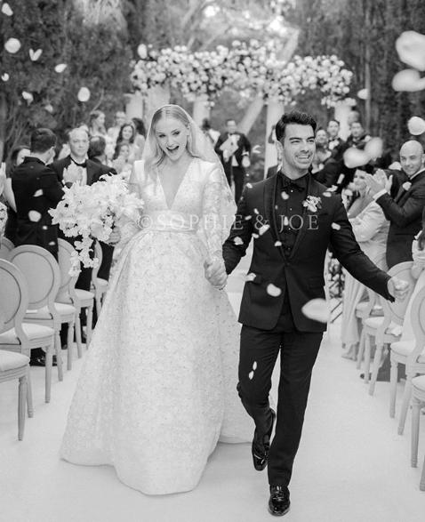 Софи Тернер поделилась свадебным снимком