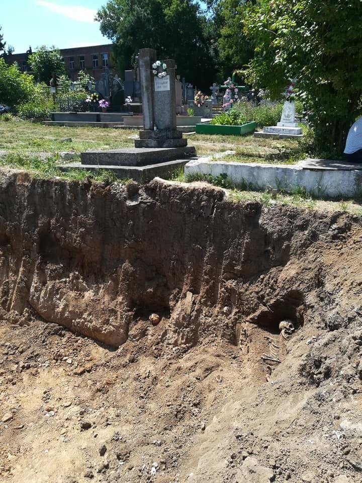 На Тернопольщине вывезли на свалку человеческие останки