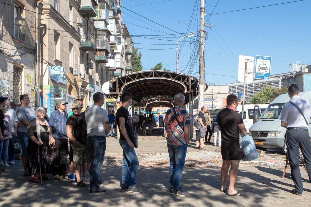 На площади Островского демонтировали киоски