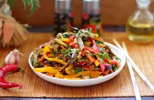 Рецепт дуже смачного салату з баклажанами