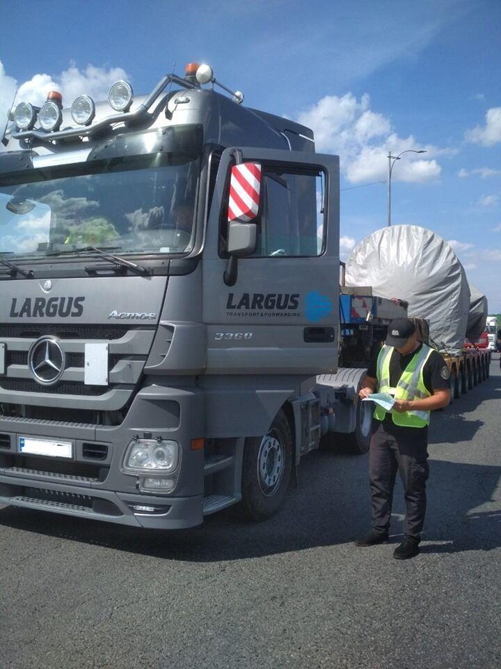 Працівники управління Укртрансбезпеки затримали вантажний автопоїзд з рекордною вагою