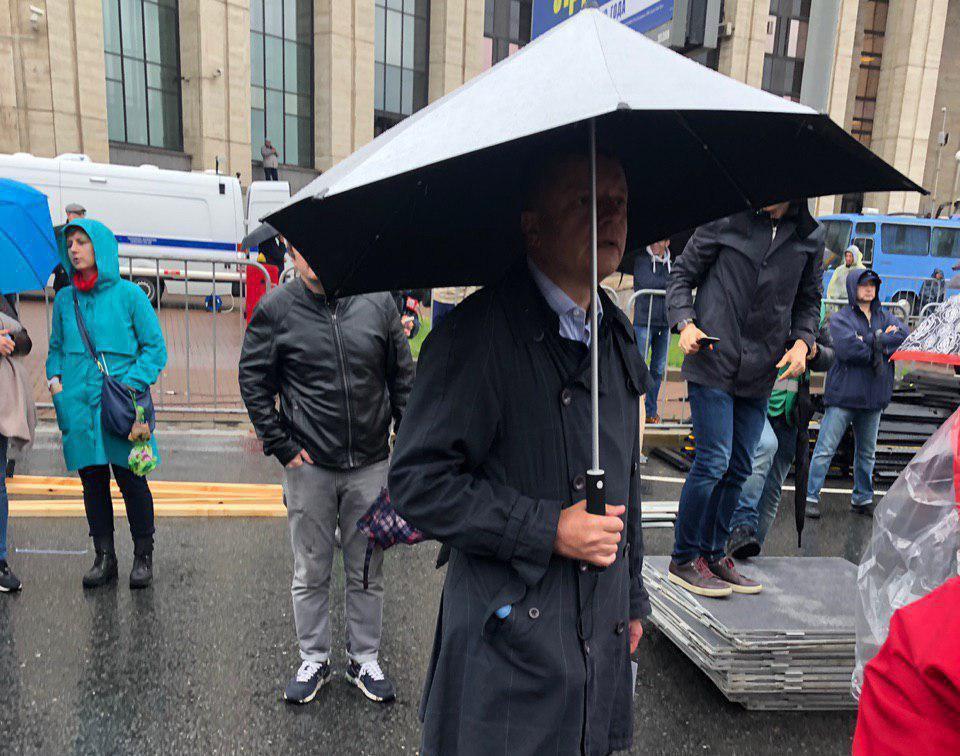 Журналист Леонид Парфенов приехал на митинг в Москве