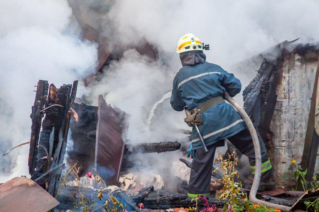 Сусіди допомагали гасити вогонь