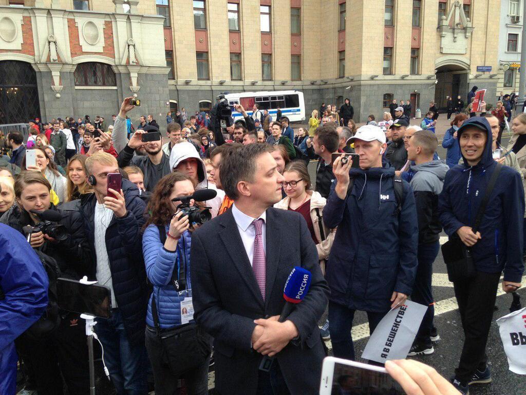 "Журналиста телеканала ""Россия"" освистали на митинге"