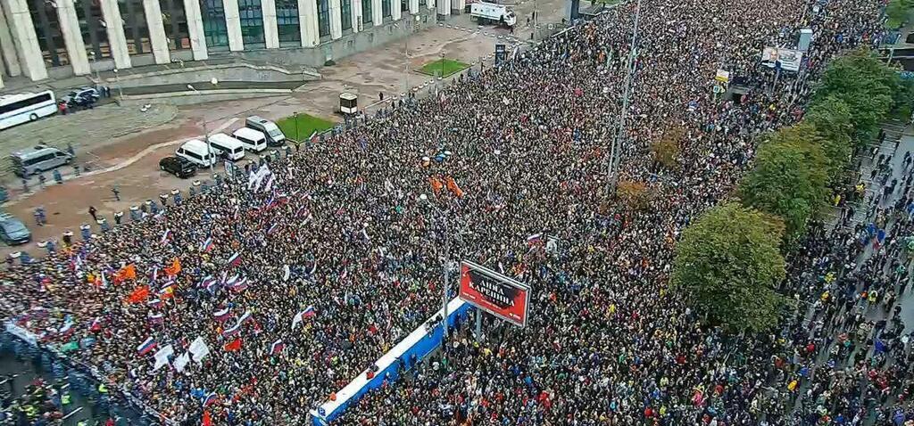 Фото митинга в Москве 10 августа с высоты