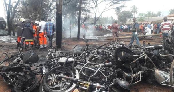 У Танзанії в ДТП за раз вбило 61 особу: всі деталі аварії. Фото 18+