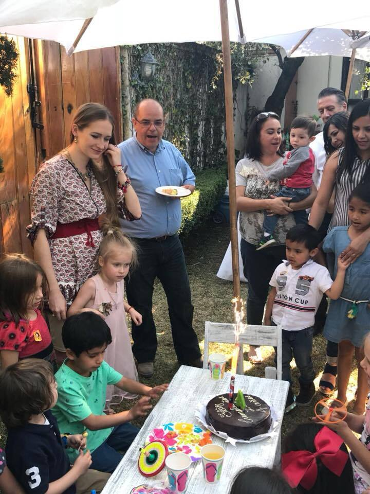 Яна у Мексиці на дитячому святі