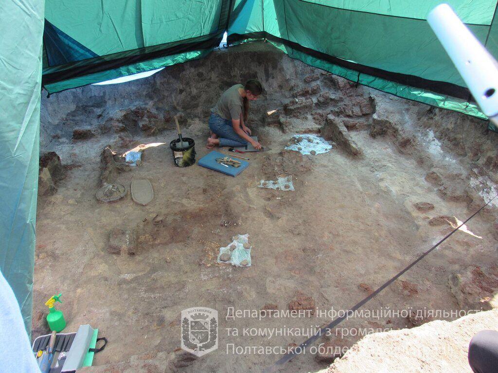 Археологи раскопали уникальные вещи