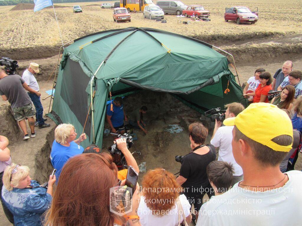 Палатка археологов