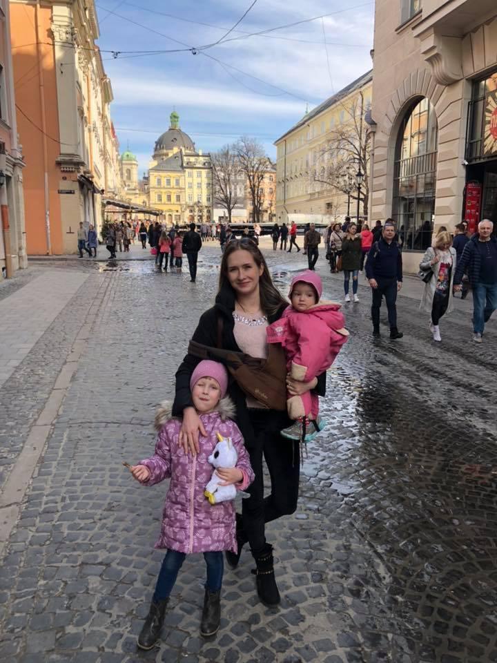 Вже більш ніж рік Яна з дітьми живе в Україні