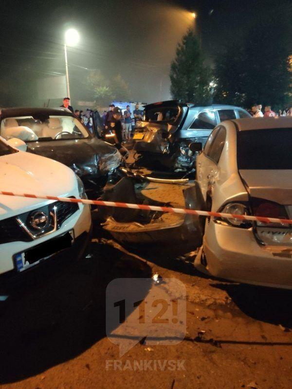 Водійка BMW розтрощила п'ять авто в Івано-Франківську
