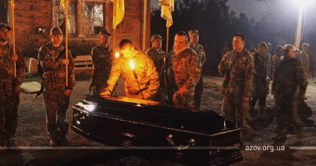 Героя зустріли на колінах: під Житомиром зворушливо вшанували пам'ять воїна ЗСУ
