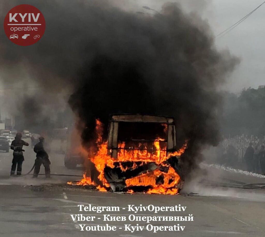 У Києві спалахнула маршрутка