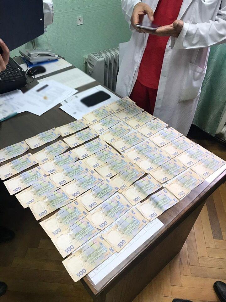 У Києві онкохворим продавали безкоштовні препарати