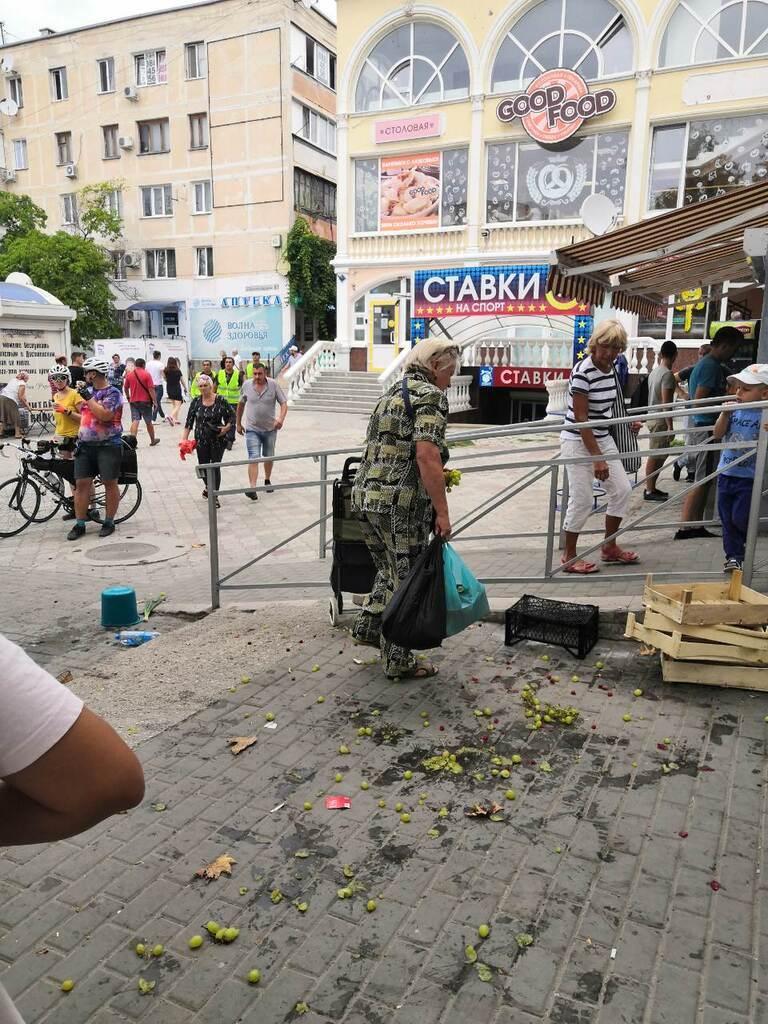 У Севастополі побили людей