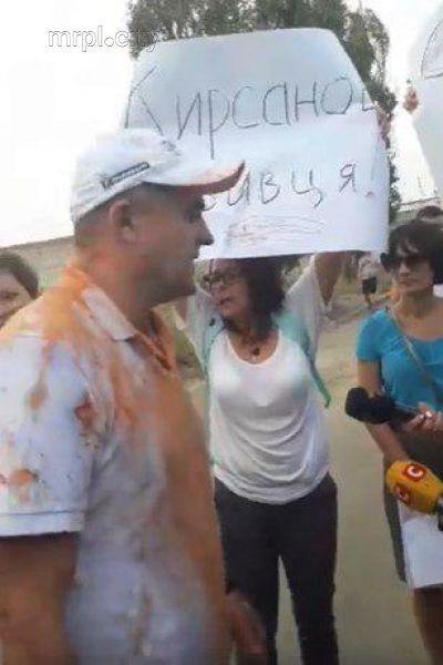 Кирсанова под СИЗО встречали немногочисленные активисты и журналисты