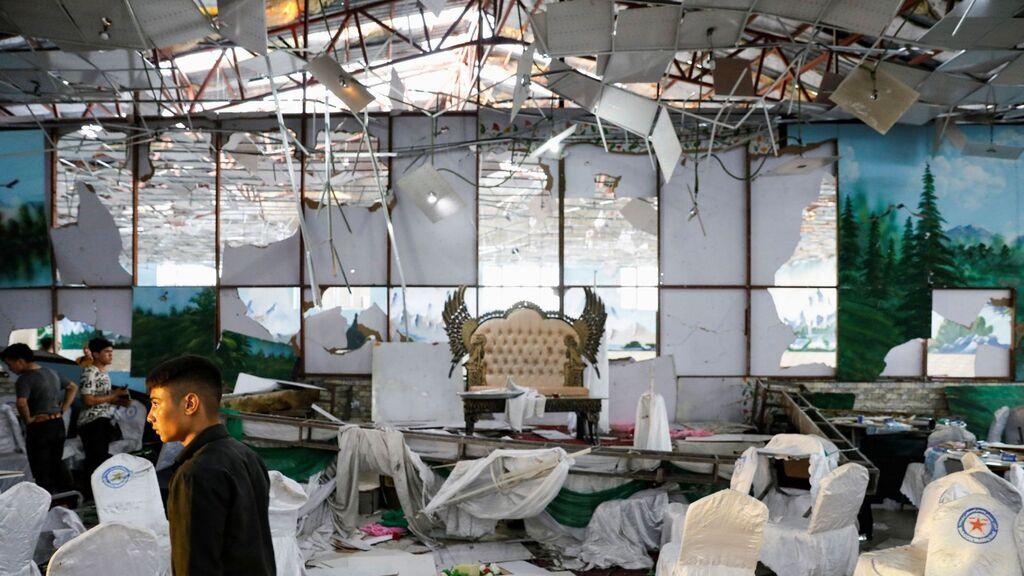 Тіла не встигали виносити: в Кабулі на весіллі вбили 63 особи