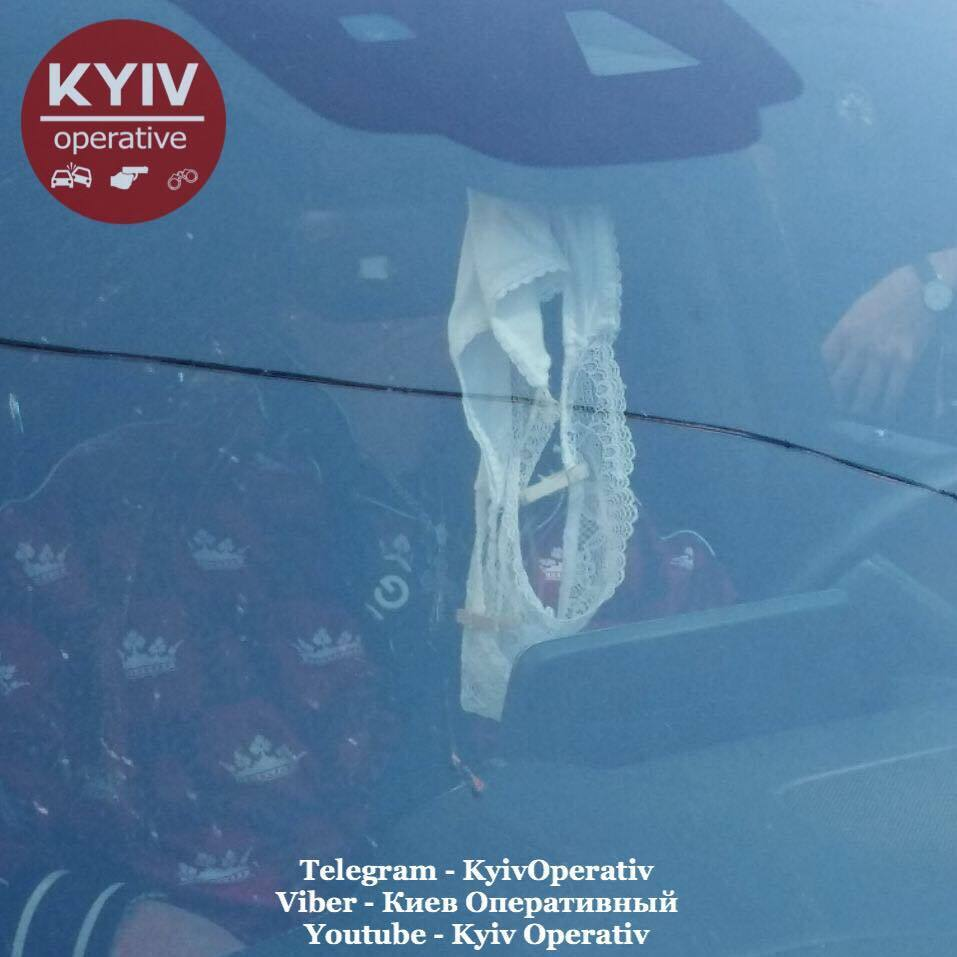 В Киеве водитель Mercedes отрубился на ходу