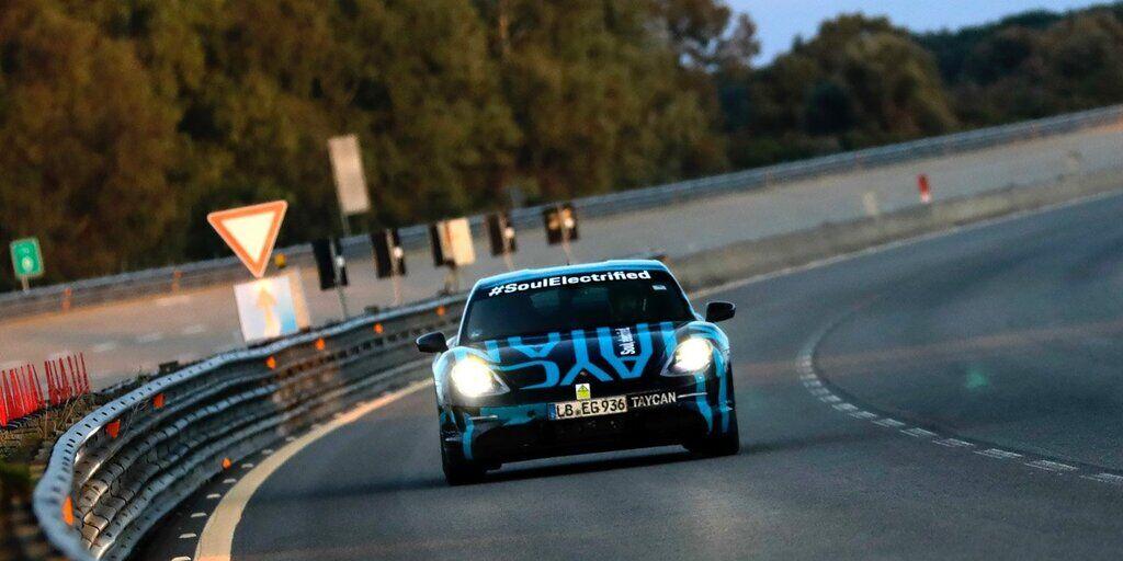 Porsche ехал по тестовой трассе 24 часа