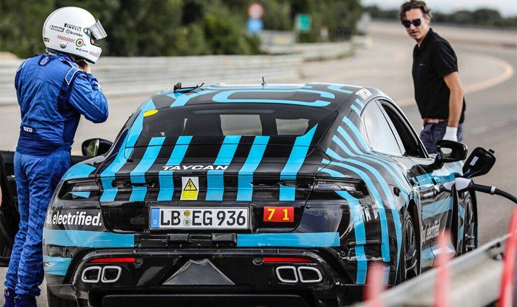Прототип серийного электрокара Porsche Taycan проехал около 3,5 тыс. км