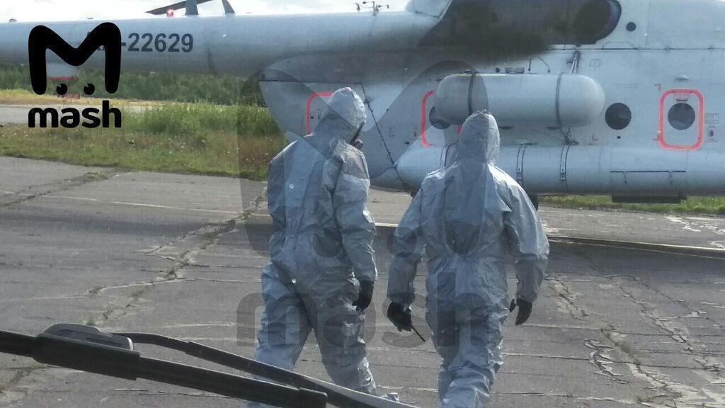 Пострадавших в Москву доставляли медики, одетые в противорадиационные костюмы