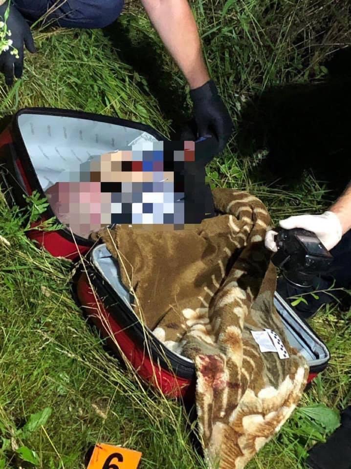 Затримано матір, яка викинула труп дитини у валізі