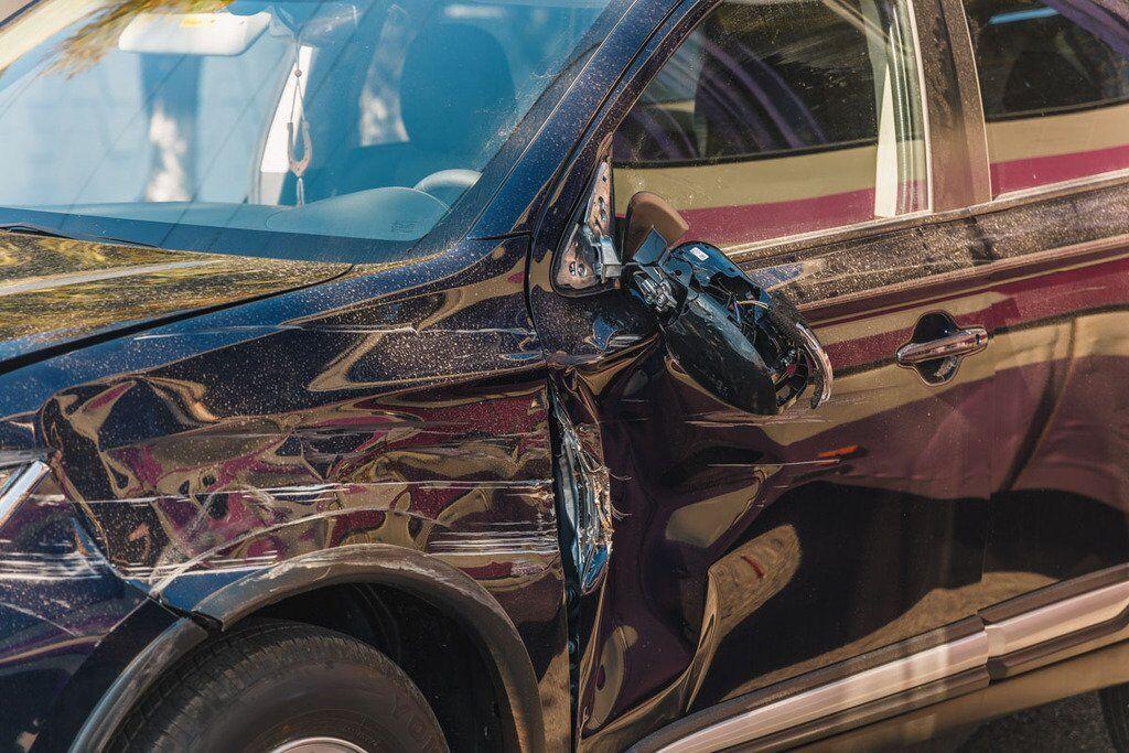 У Mitsubishi розбита передня частина