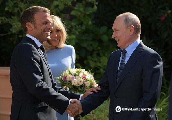 """Путін похвалив """"шикарний колір обличчя"""" дружини Макрона"""
