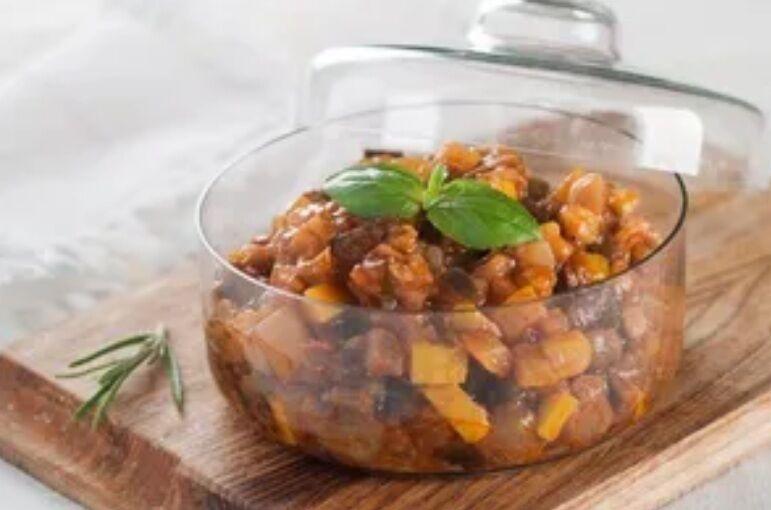 Рецепт смачного кавказького салату з баклажанами