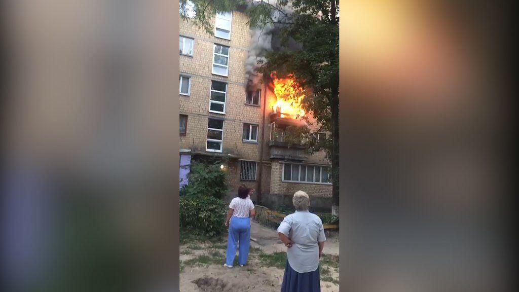 У Києві спалахнула пожежа