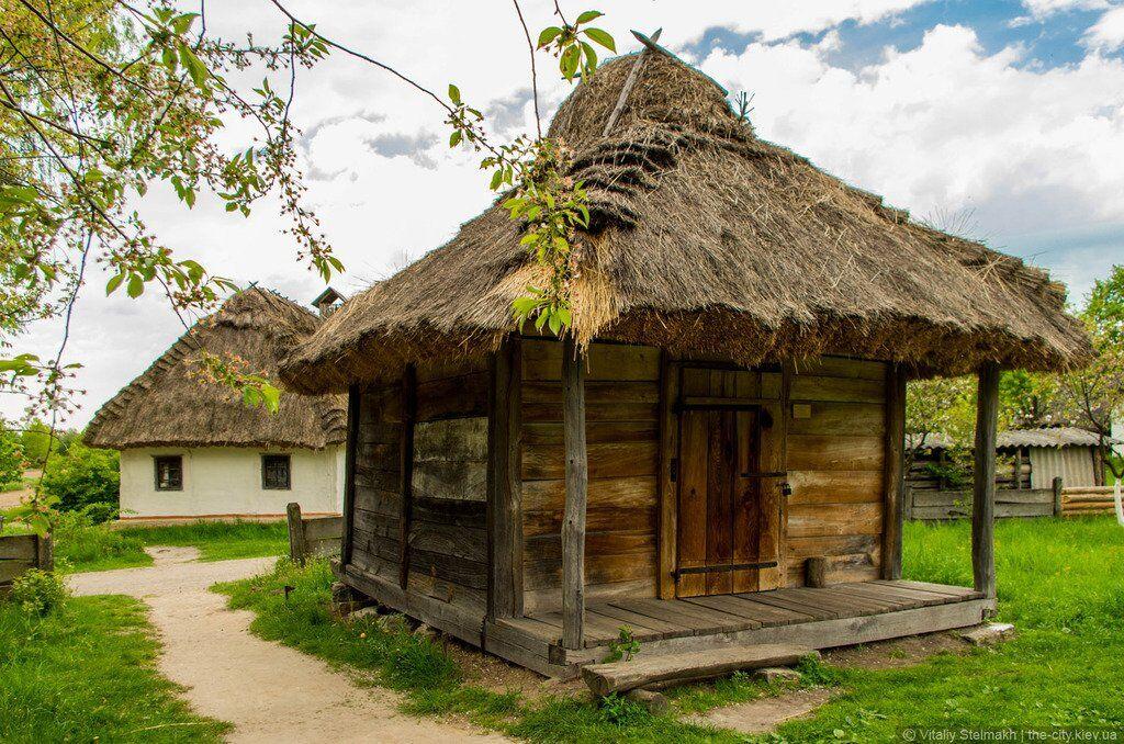 Украинская хата в Музее народной архитектуры и быта в Пирогово