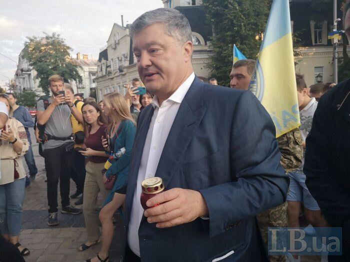 """""""Мы должны сохранить Украину!"""" Порошенко поучаствовал в масштабном флешмобе ко Дню флага. Яркие фото и видео"""