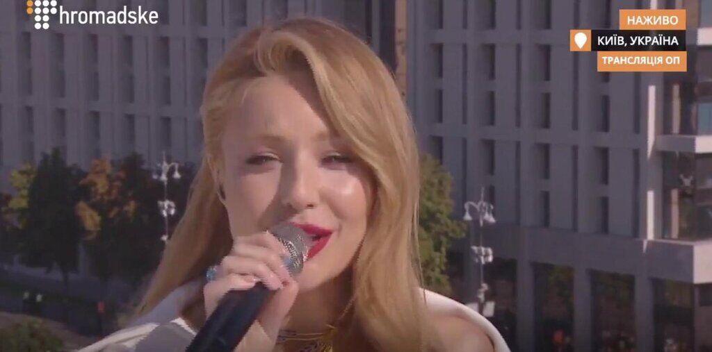 Тіна Кароль виконала гімн на даху в центрі Києва: фото і відео
