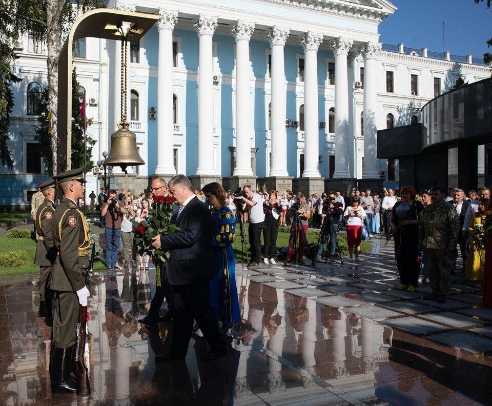 """""""Украина победит!"""" Порошенко поздравил страну с Днем независимости"""