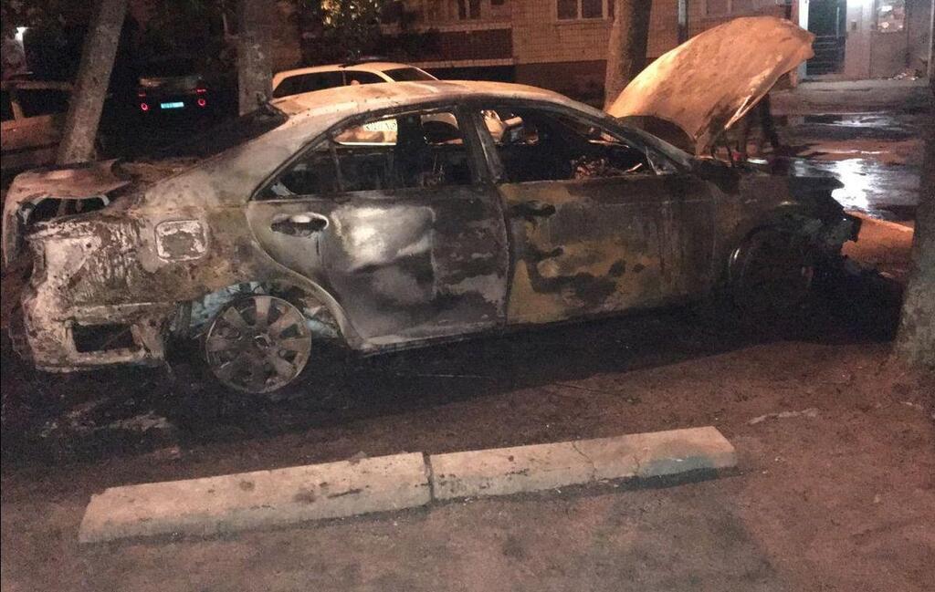 Toyota Camry згоріла дотла
