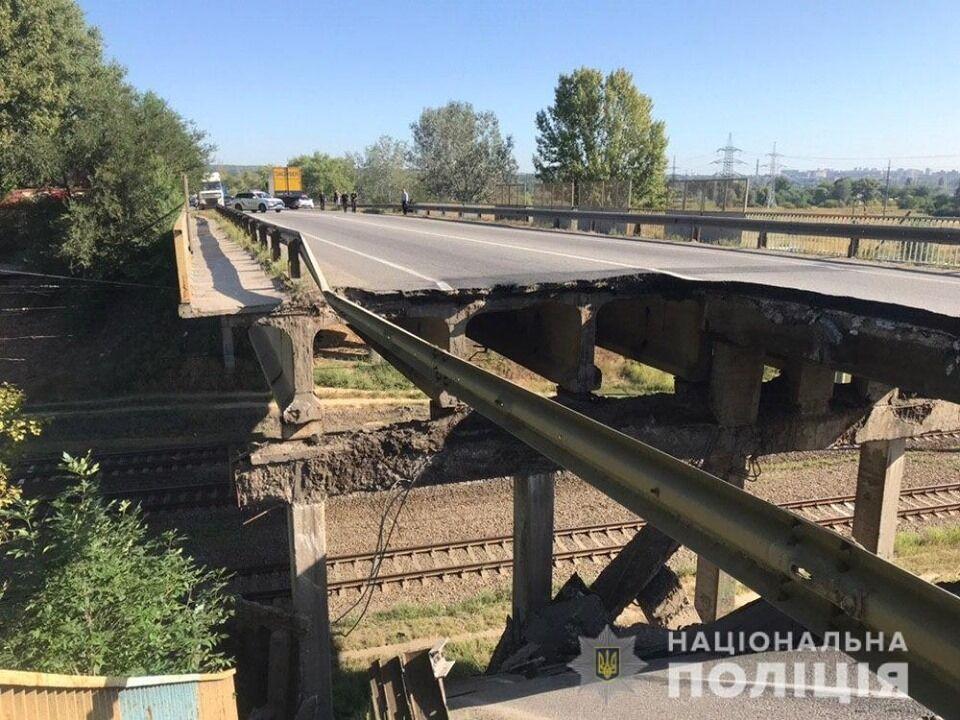 Обрушилась часть моста в Харькове