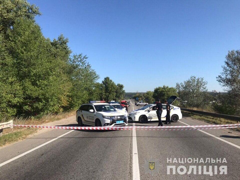 Полиция на месте аварии с мостом в Харькове