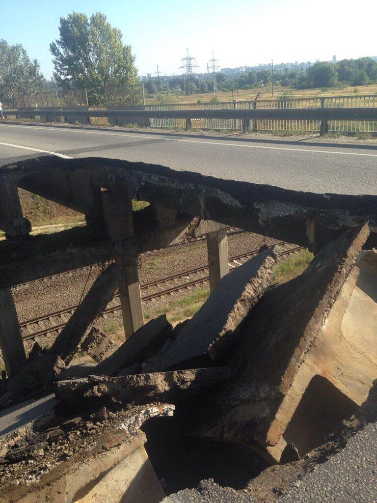 Отсутствует часть моста в Харькове