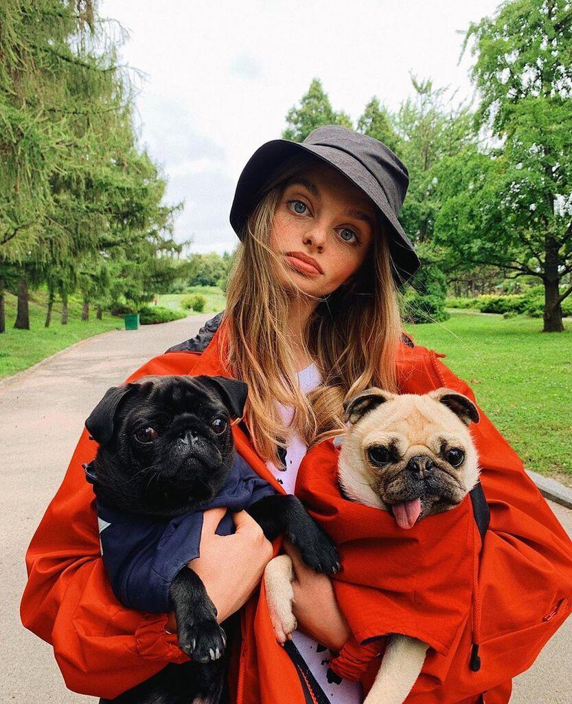 Мария Оз с собаками
